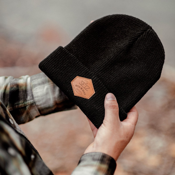 WEB_BLACK-EXPLORER-BEANIE